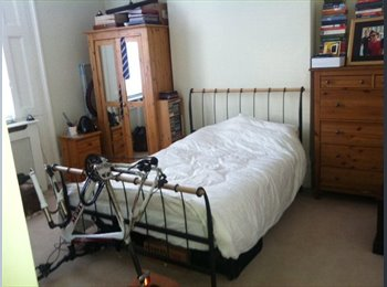 EasyRoommate UK - Beautiful, large, clean and sunny double ensuite room to rent, Kidbrooke - £750 pcm