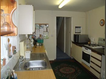 EasyRoommate UK - quiet double rooms close to town,train/bus,m-way & beach!, Weston-super-Mare - £347 pcm