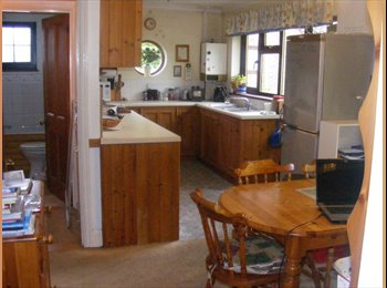 EasyRoommate UK - Single room to let in pleasant rural area, Emsworth - £390 pcm