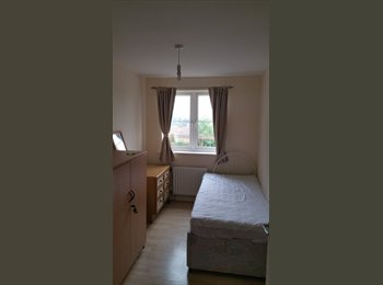 EasyRoommate UK - Room in a lovely home,, Shirehampton - £400 pcm