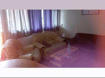 EasyRoommate UK - 1 single room in central Southampton 10 mins walk from Solent Uni, Ocean Village - £375 pcm