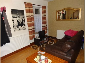 EasyRoommate UK - 1 BEDROOM HOUSE ON BANKFIELD ROAD, Huddersfield - £540 pcm
