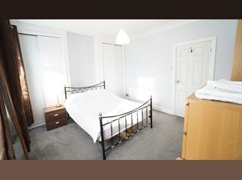 EasyRoommate UK - Bright Room in Clean Friendly House, Reading - £495 pcm