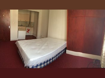 EasyRoommate UK - Free wifi, Furnished Bedsit with bills Westend., Westcotes - £340 pcm
