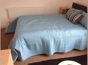 EasyRoommate UK - Double Bedroom in West Brom close to High St, West Bromwich - £365 pcm