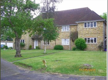 EasyRoommate UK - Room available in Guildford, Guildford - £595 pcm