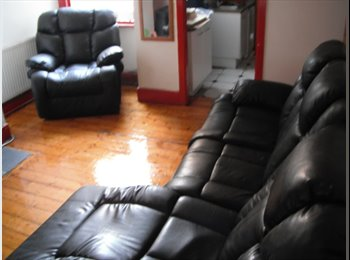 EasyRoommate UK - Great double room in great house, Epicentral Fallowfield, Fallowfield - £281 pcm