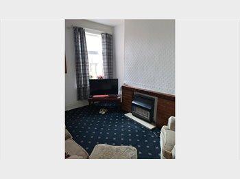 EasyRoommate UK - Affordable room in Yardley - only £100 deposit!, Hay Mills - £350 pcm