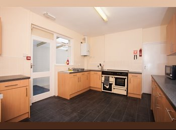 EasyRoommate UK - STUNNING DOUBLE ROOMS AVAILABLE IN SHARED HOUSE, Southsea - £500 pcm
