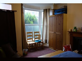 EasyRoommate UK - Bright  Double Room Near Ecclesall Road/ Town and Unis, Nether Edge - £380 pcm