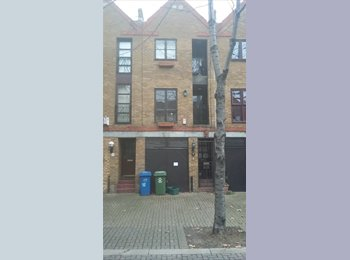 EasyRoommate UK - nice room canada water, Rotherhithe - £595 pcm