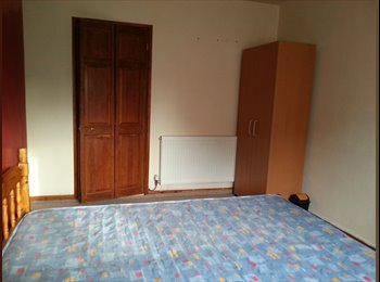 EasyRoommate UK - 4 Good size double bed rooms, Landport - £330 pcm