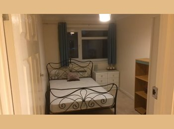 EasyRoommate UK - Double room in smart 2 bed flat in Southampton, The Polygon - £500 pcm