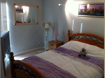 EasyRoommate UK - City Centre Pad with roof terrace, Gorbals - £450 pcm