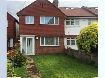 EasyRoommate UK - lovely house - suit young grad prof, zone 2 / 3, Crofton Park - £450 pcm