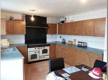 EasyRoommate UK - Spacious Townhouse situated in a quiet cul-de-sac, Leighton Buzzard - £450 pcm