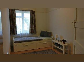 EasyRoommate UK - Furnished Double Bedroom, in Norwood/Selhurst  WiFi+ Bills, Selhurst - £500 pcm