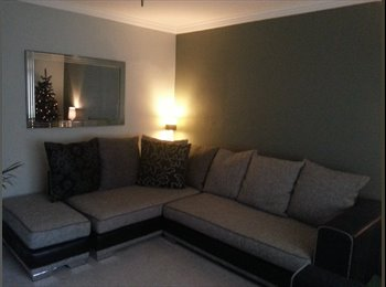 EasyRoommate UK - NEWLY DECORATED FURNISHED SHARE IN TANNOCHSIDE, Baillieston - £350 pcm