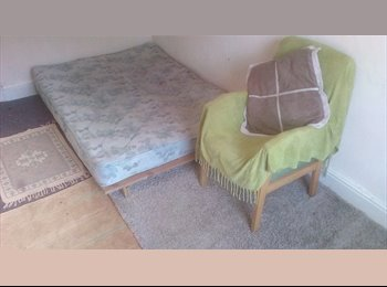EasyRoommate UK - female house mate wanted!!, Moss Side - £320 pcm