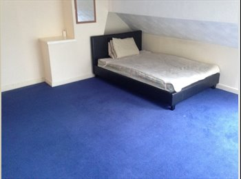 EasyRoommate UK - LARGE 3 BEDROOM FLAT BEARWOOD  £ 80 per week, Smethwick - £300 pcm