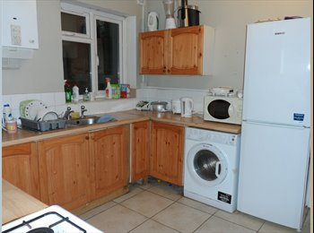 EasyRoommate UK - 1 double rooms near the city center& solent univer, Southampton - £250 pcm