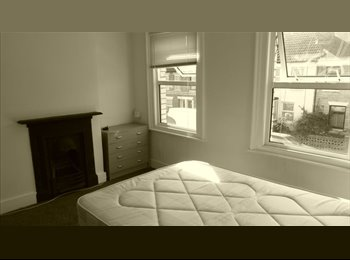 EasyRoommate UK - LARGE DOUBLE ROOM  - INCLUDES BILLS, Norcot - £460 pcm