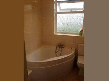 EasyRoommate UK - Large double room in Dagenham/Romford, Becontree - £550 pcm