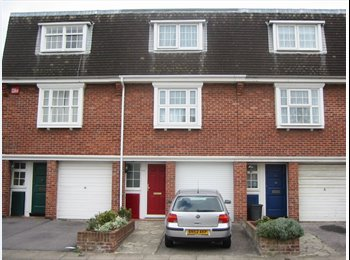 EasyRoommate UK - Double room in female house share, Southsea - £550 pcm