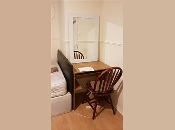 EasyRoommate UK - Big RM in Woolwich and Lewisham with Internet/Fridge/TV all Incl available, Lewisham - £600 pcm