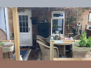 EasyRoommate UK - Cosy furnished bedroom  available, Mosspark - £400 pcm