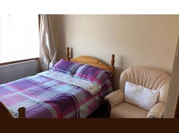 EasyRoommate UK - Large room to let, Cranford - £477 pcm