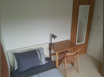 EasyRoommate UK - Single Room - Great Location - Welcoming Home, Muscliff - £320 pcm