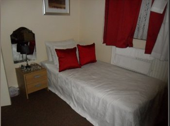EasyRoommate UK - Spare room available in Woolwich,, Woolwich - £305 pcm