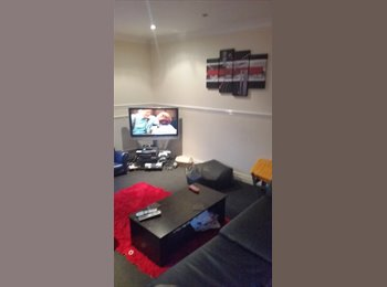 EasyRoommate UK - 1 room in 3 bedroom house, Warrington - £300 pcm