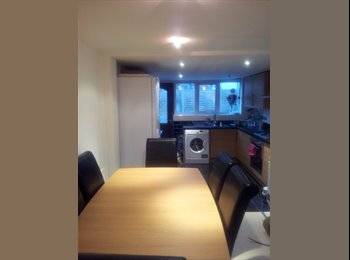 EasyRoommate UK - LARGE DOUBLE ROOM, Catford - £500 pcm
