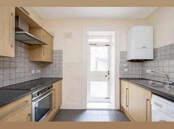 EasyRoommate UK - BILLS INC! 1min from Hammersmith Stn! Double Room, Hammersmith - £830 pcm