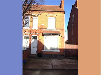 EasyRoommate UK - DOUBLE ROOM IN PROFESSIONAL HOUSE-SHARE, Acocks Green - £310 pcm