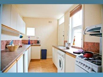 EasyRoommate UK - 20 Winston Gardens - Houseshare, Headingley - £350 pcm