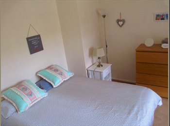 EasyRoommate UK - LARGE BRIGHT DBL HAMMERSMITH -  1 female from 1st July, Hammersmith - £850 pcm
