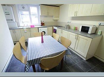 EasyRoommate UK - 81 Headingley Avenue - Houseshare, Headingley - £350 pcm