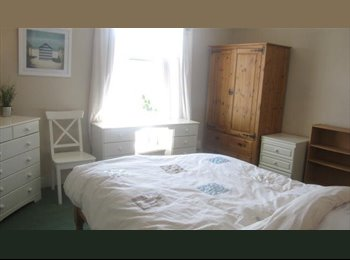 EasyRoommate UK - Large Double room in v attractive house 15mns walk from city centre, Shirley - £390 pcm