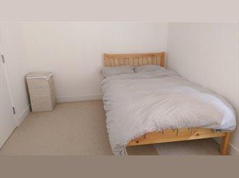EasyRoommate UK - Modern build, 2 bedroom flat share, near train station, Petersfield - £600 pcm