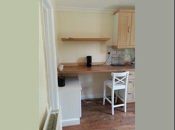 EasyRoommate UK - Great One Bedroom Flat, Shepherds Bush - £953 pcm