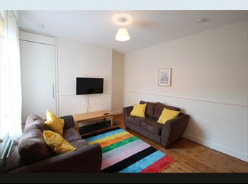 EasyRoommate UK - Double Room Available in a Professional Houseshare, Heaton - £400 pcm