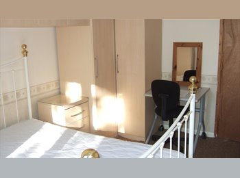 EasyRoommate UK - BRIGHT, CLEAN EXTRA LARGE BEDROOM IN SHARED HOUSE - TOWN CENTREL, Basingstoke - £411 pcm
