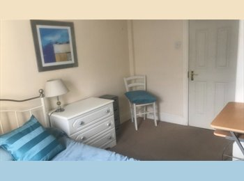 EasyRoommate UK - Large double rooms in comfortable modern flat, central Portswood, Portswood - £380 pcm