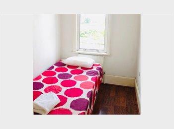 EasyRoommate UK - Nice single room - all bills included, West Ham - £412 pcm