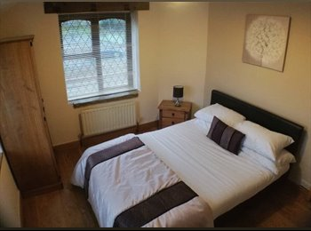 EasyRoommate UK - Great double rooms in a large detached house, Rotherham - £300 pcm