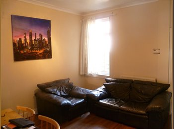 EasyRoommate UK - House Earlsdon No 12 bus 2 minutes, town 15 minutes, Earlsdon - £350 pcm