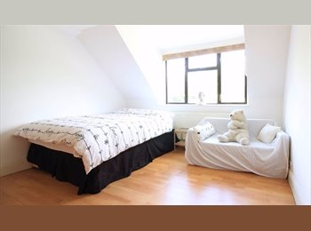 EasyRoommate UK - 1 Stunning Double  in a Huge  Detached House in Eltham - SE9 - Couples Welcome, Eltham - £627 pcm